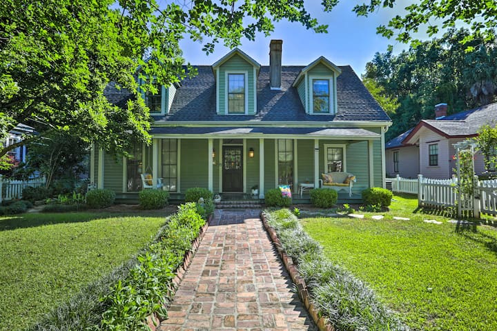 Quaint Thomasville Home w/ Yard - Walk to Town!