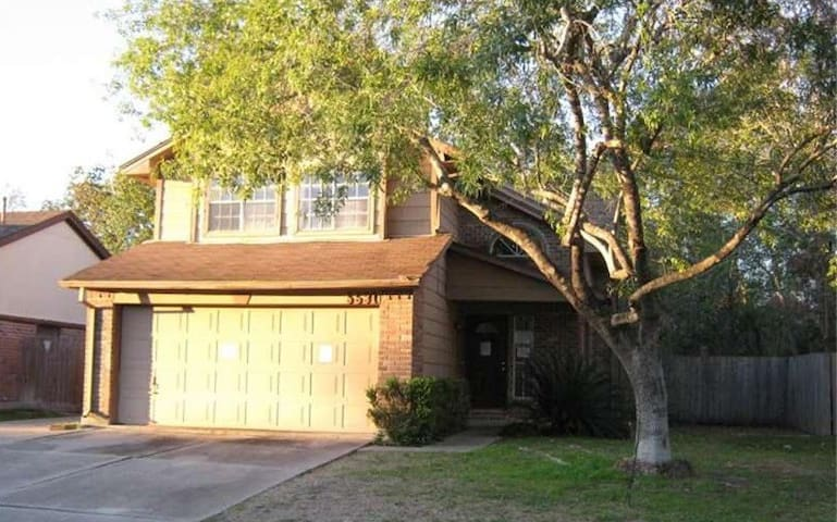 Comfortable & Peaceful Stay- Spacious 3BR House
