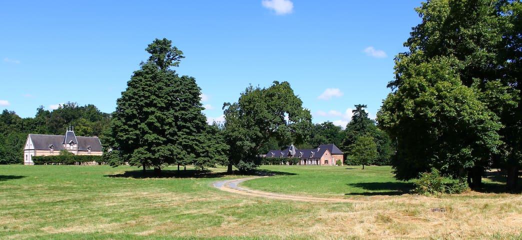 Gîte dans parc arboré avec chevaux - Sylvains-les-Moulins - Nature lodge