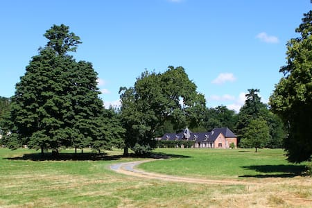 Gîte dans parc arboré avec chevaux - Sylvains-les-Moulins - 自然小屋