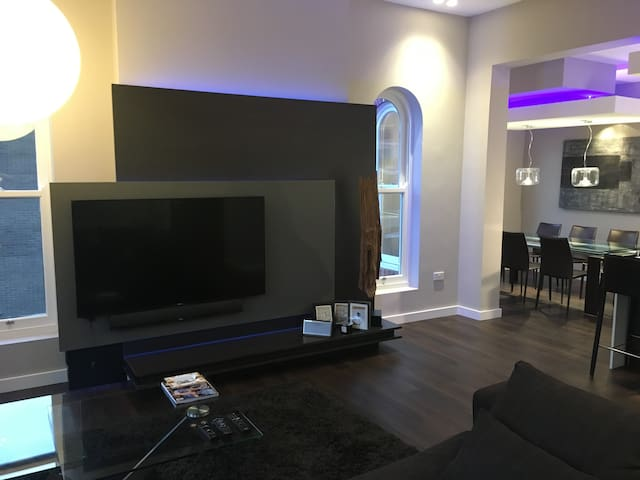 Luxury Modern Apartment in Birkdale great for Golf