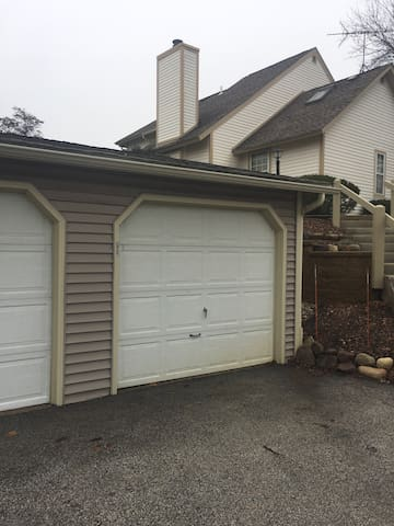 AWESOME TOWNHOUSE IN GURNEE - Gurnee - Rivitalo
