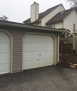 AWESOME TOWNHOUSE IN GURNEE - Gurnee - Reihenhaus