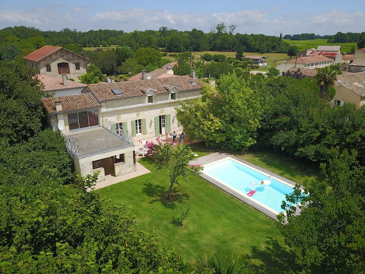 Beautiful French Country House with Pool in Medoc