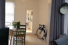 open plan living room/dinning room