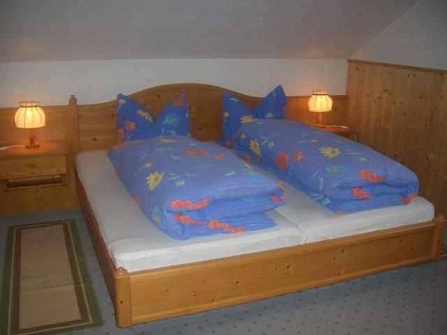Willmannshof, (Furtwangen-Neukirch), Ferienwohnung Feldbergblick, 56qm, 2 Schlafzimmer, max. 5 Personen