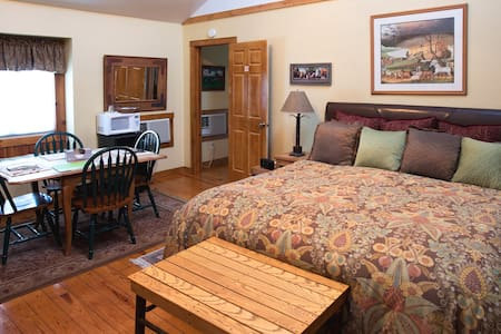 Arbor House Country Inn, Rustic Suite