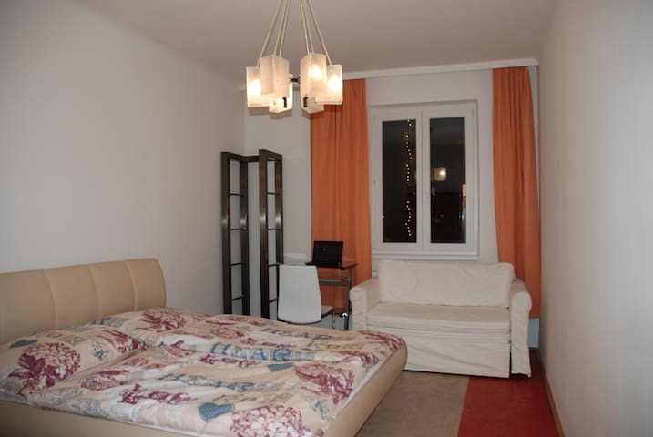 Near City Center: Apartment with 4 spacious rooms! - Viyana - Daire