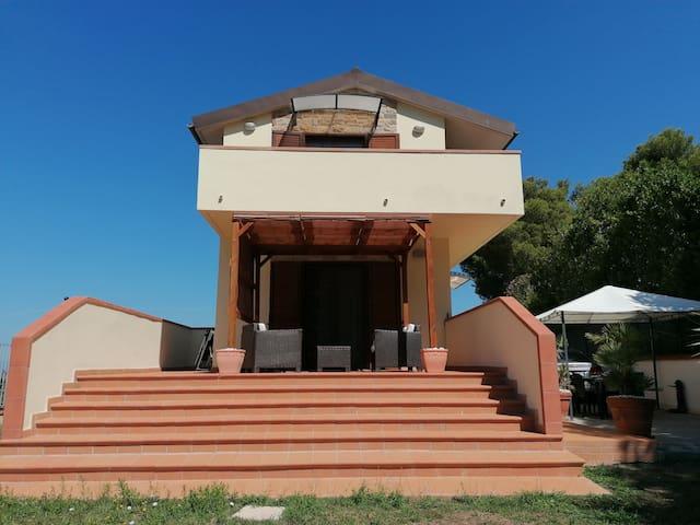 Villa Raffinata con Piscina.