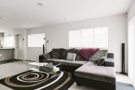 !! Central Charming Townhouse !! - Auckland