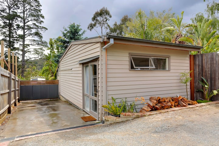 Cottage on Griffiths. Upwey 3158