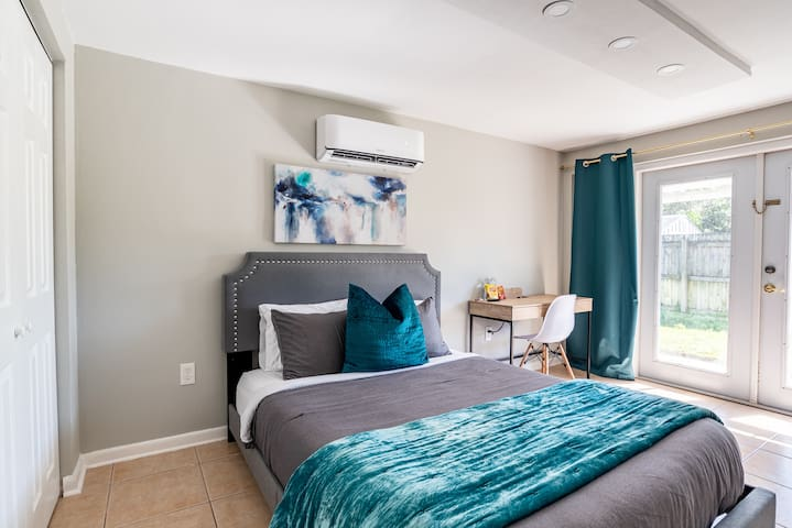 Room w Shared Bath in WinterPark - LemonTree Home