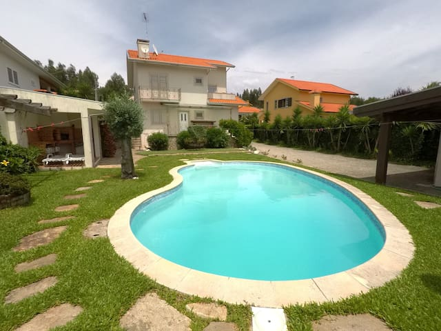 Valadas Guest House - 4-Bedroom Home with Pool