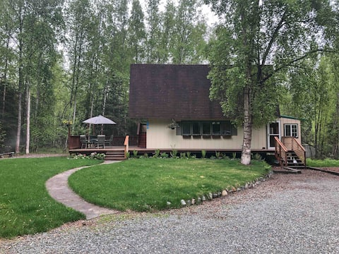 Birchwood Cottage, a cozy home near lakes/trails.
