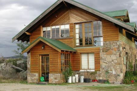 The Rocks Chalet, a cosy Self Contained Apartment