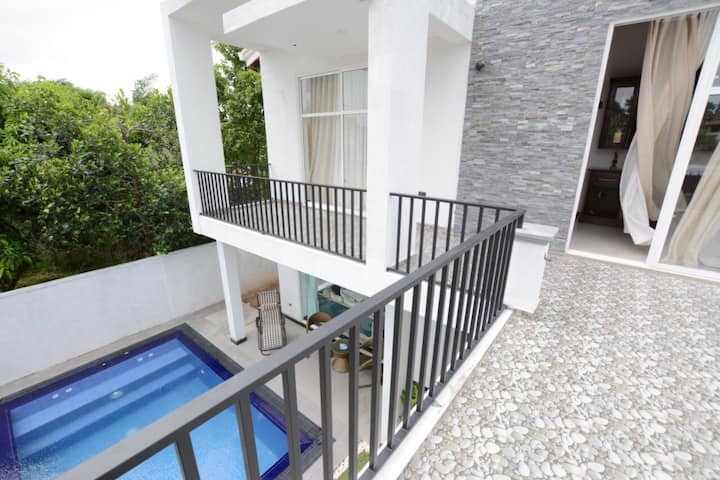 High Class Villa closer to Airport with Priv Pool