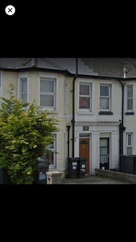 Easy going house share en-suite  for short stay