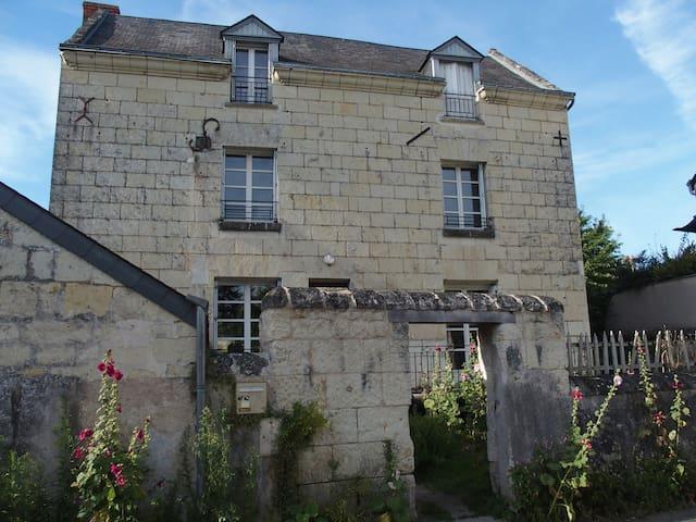 Maison de famille pour gens heureux - Montsoreau - House