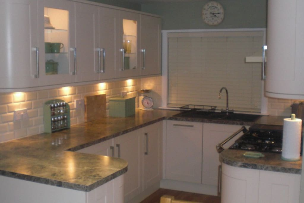 Beautiful kitchen fitted with intergrated dishwasher, fridge and freezer.