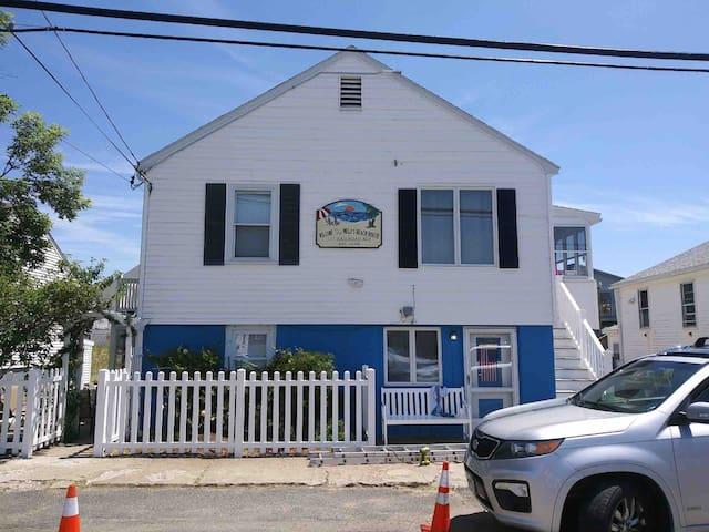 Melo's Beach House, Ocean Wave Apt.
