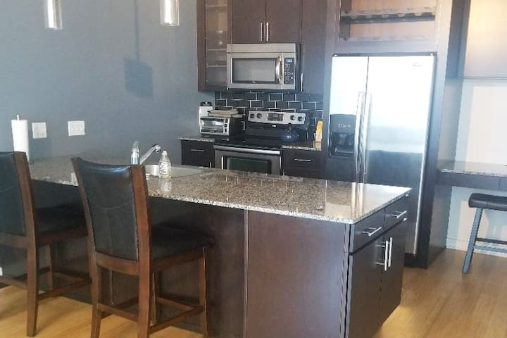 Amazing Views!!! - King 1BR with Balcony