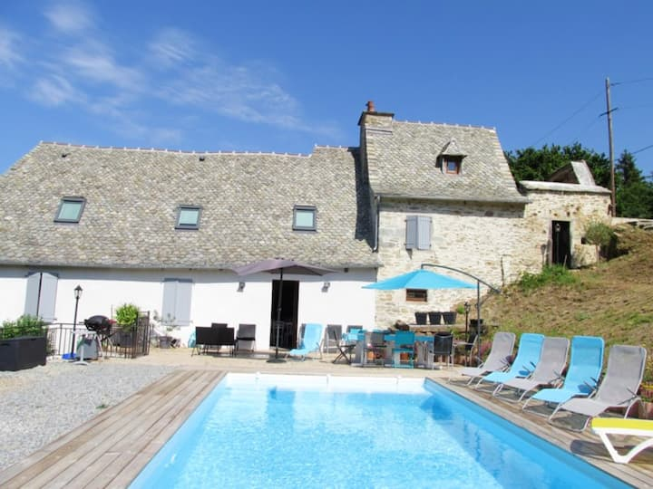 Villa with 5 bedrooms in Vieillevie, with wonderful mountain view, private pool, enclosed garden - 60 km from the slopes