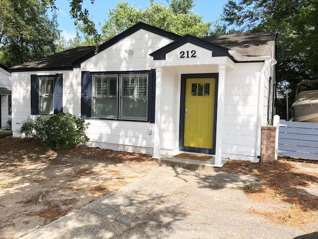Remodeled Shem Creek Bungalow-walk to restaurants!