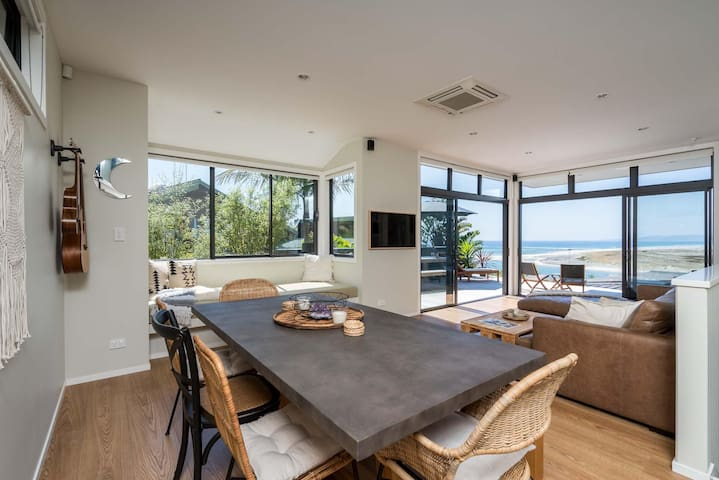 The Beach Casa (Bach Stay Mangawhai)
