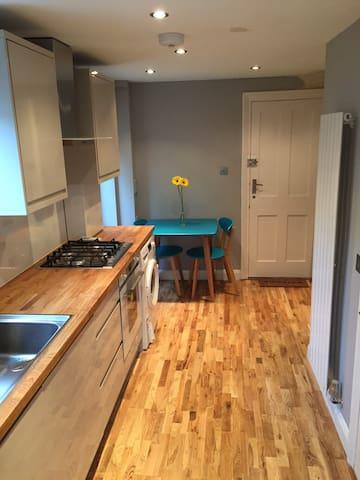Fantastic newly refurbished studio with garden ! - Londýn - Byt