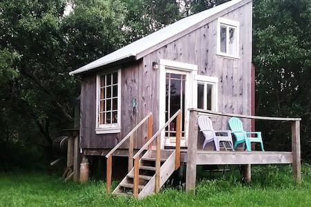 River Valley Writer's Retreat - Unique Tiny House