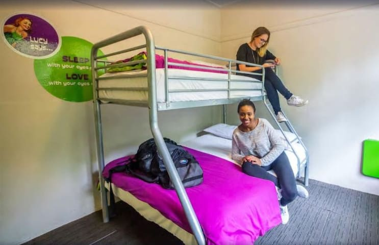 Pleasant Double With Shared Bathroom At Auckland
