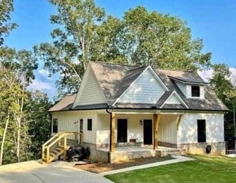 New Smith Lake Modern Farmhouse Cottage w/ Hot Tub