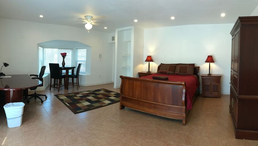 Suite w/ $1800 Queen Mattress, Private Bath, r-2