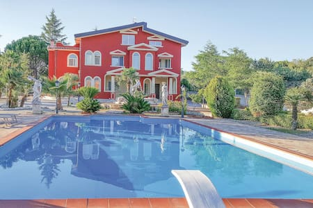 Holiday cottage with 5 bedrooms on 500m² in Cassano Allo Ionio