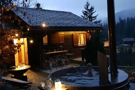 Cosy Chalet in the forest with Wood Fired Hot Tub