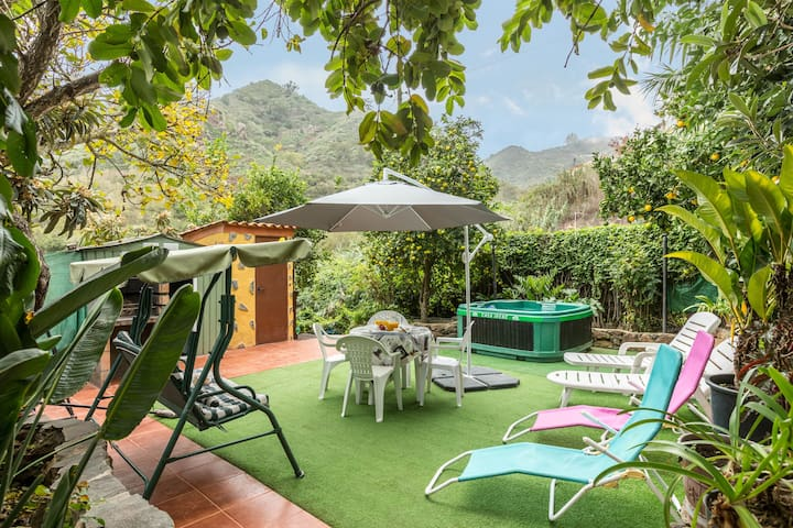 "Holiday Home ""Casa Irene"" with Mountain View, Jacuzzi, Garden & WiFi"