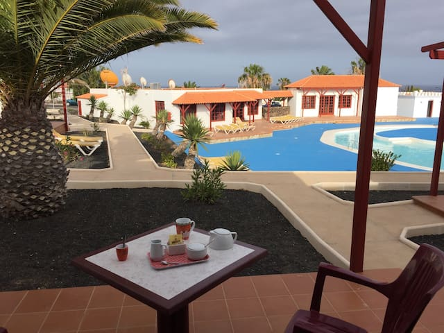 Sunny bungallow with terrace. Views - Castillo Caleta de Fuste - Bungalow