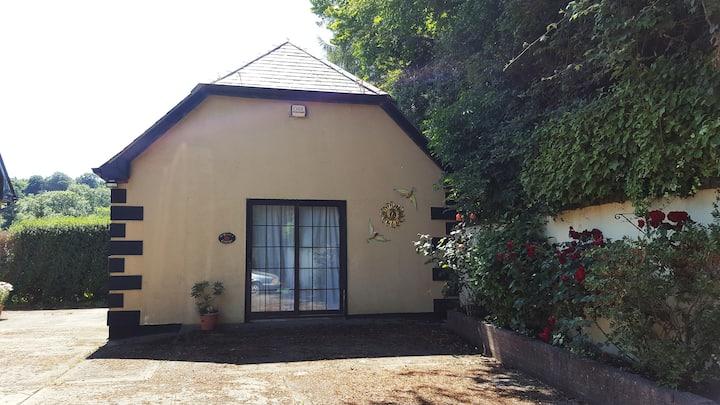 'O'Brien's Cottage' - Cosy detached Annex, Ashford