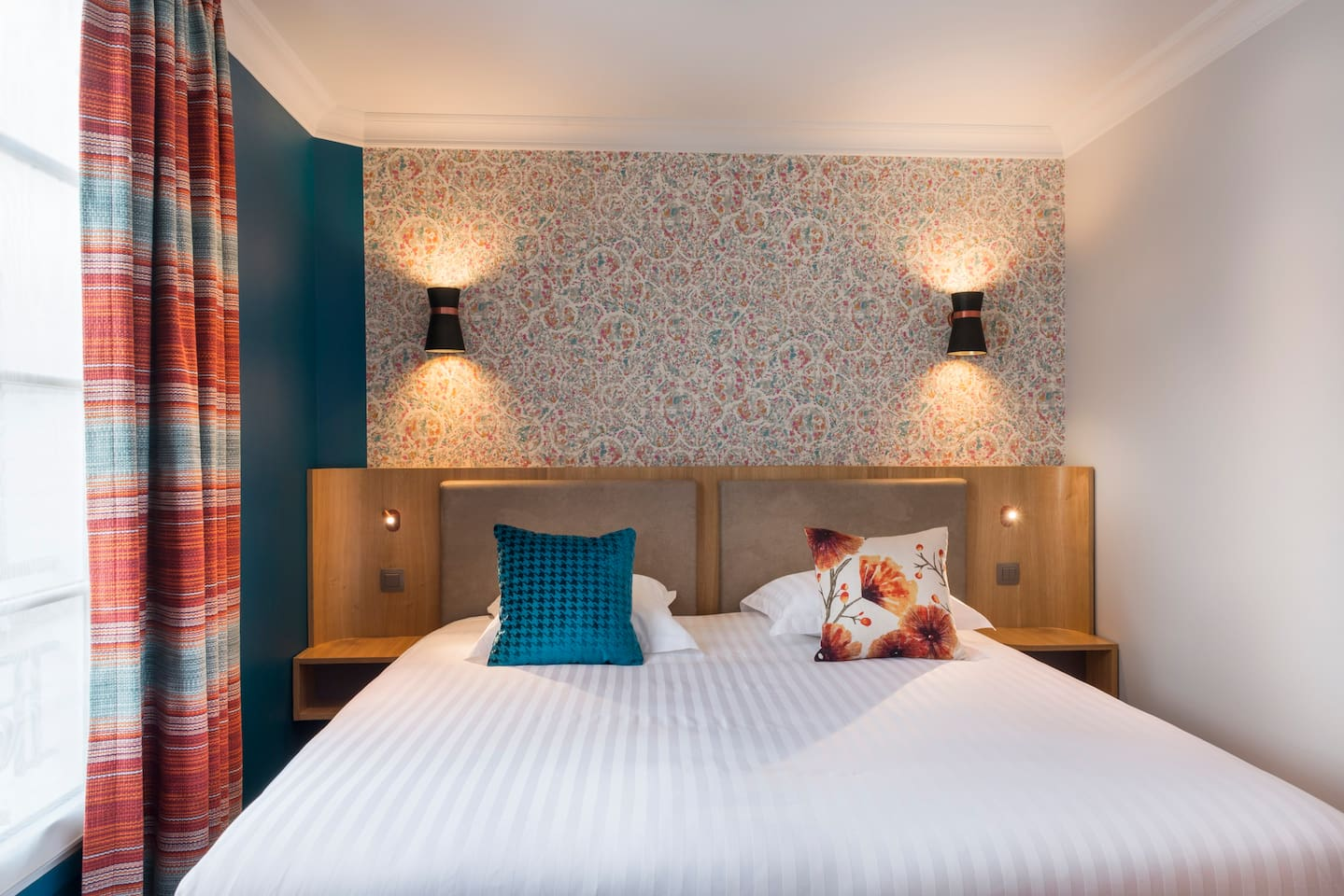Stylish room for one person, perfect for solo traveller or work