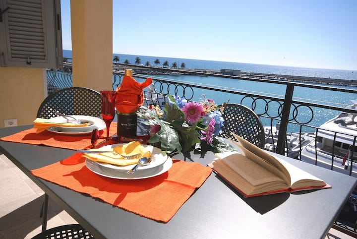 Sea view apartment with terrace | Ap119