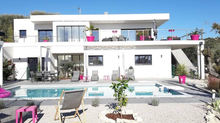 Belle villa d architecte avec piscine et vue mer