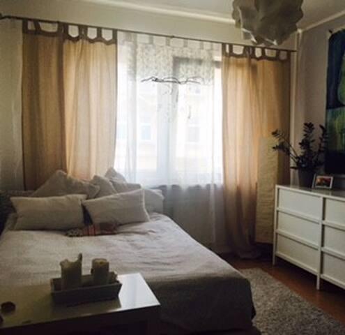 Couch und/oder große Matratze in gut gelaunter Wg