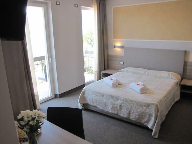 Hotel Rosmari Zimmer SUPERIOR Balkon und Seeblick