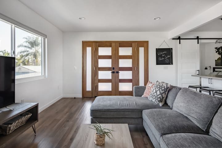 Modern, Upstairs Suite in South Oside - The Coast Concepts