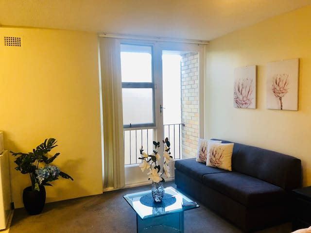 STUDIO APARTMENT in Paddington for 4 guests