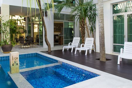 Jomtien Beach Villa sleep 10 - Na Chom Thian - Ev