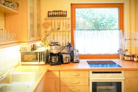Perfect Stopover: Quiet & Large Room Near B8 - Fürth - House