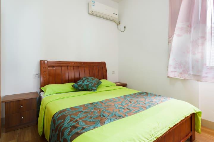 2nd bedroom (次卧)