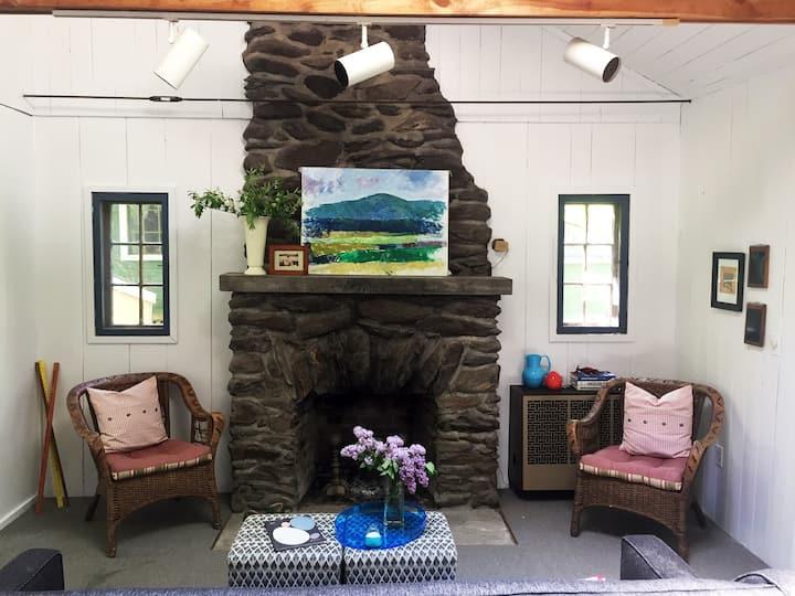 Artist Cottage on the Lake