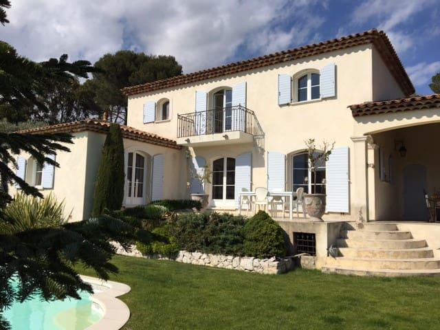 Cadre idyllique Bastide familiale Vue Saint Paul - Vence - House